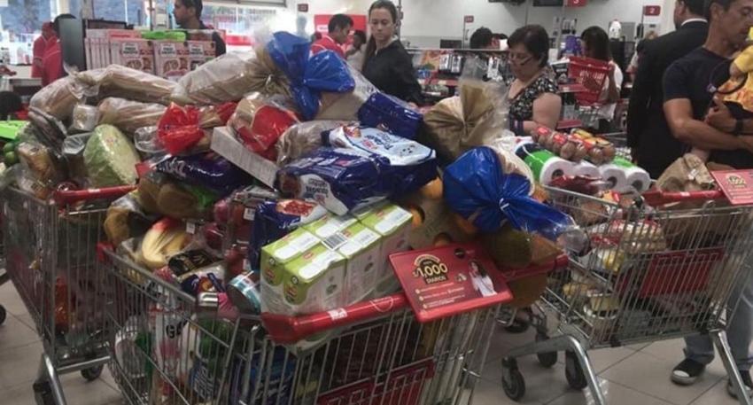 Peruanos continúan realizando compras masivas pese a que no existe desabastecimiento en mercados